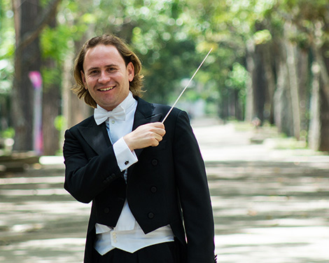 Christian Vasquez, conductor